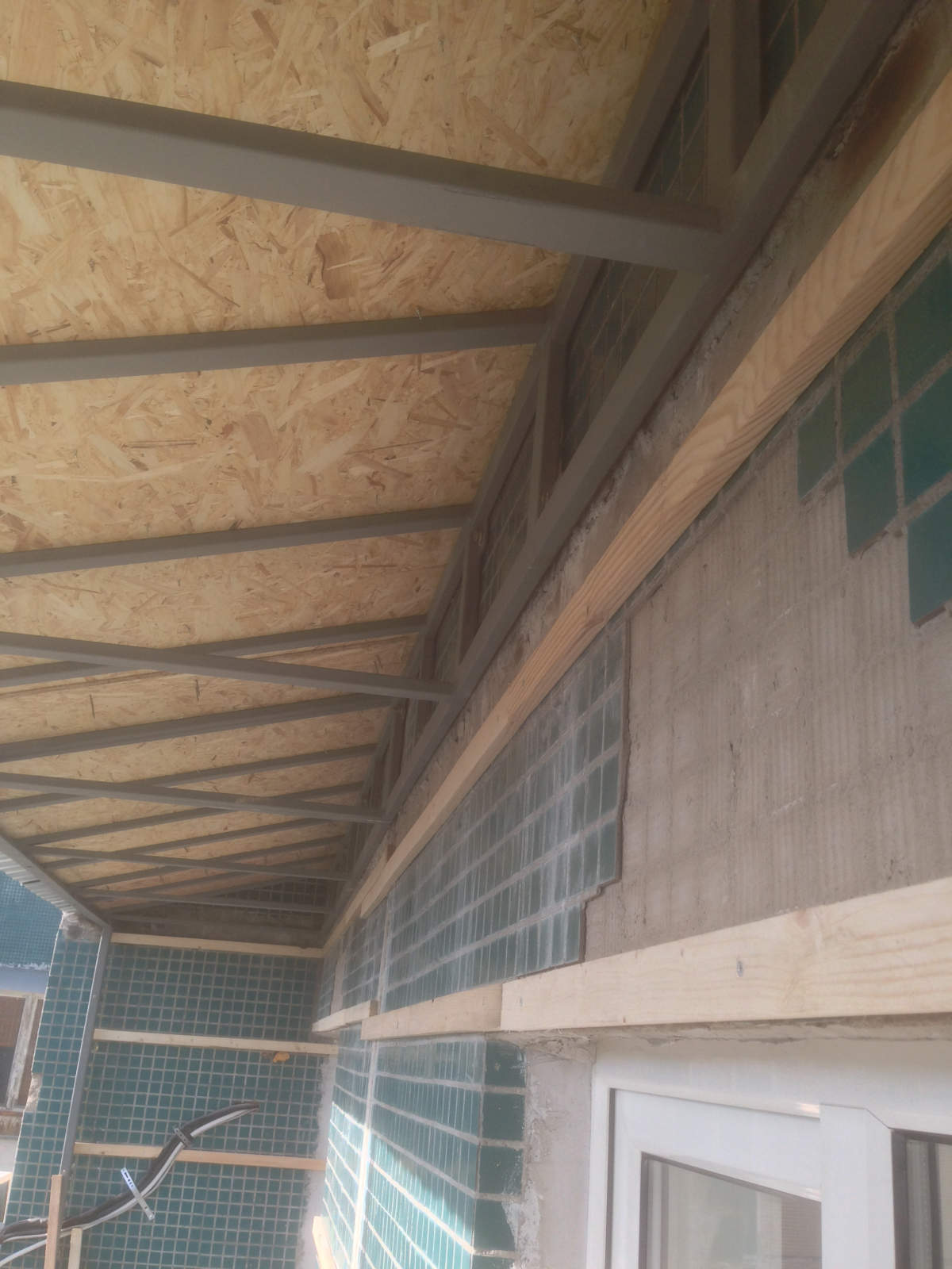 Установка и монтаж крыши над балконом (лоджией) последнего э.