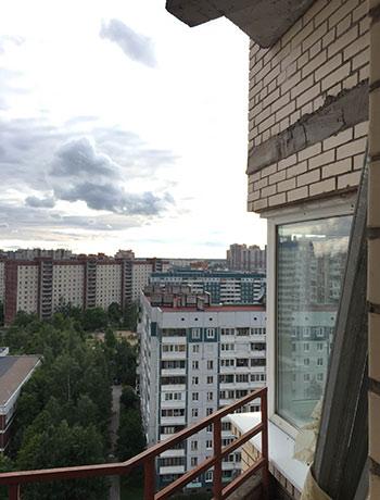 Мартыновская ул. - фото балкона до отделки