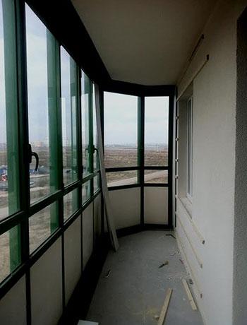 ЖК Гринландия - фото балкона до отделки