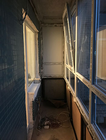 Приморский район - фото балкона до отделки